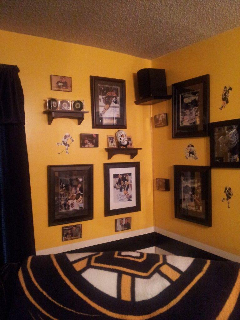 Bruins man cave hockey boston bruins pinterest men for Bruins bedroom ideas