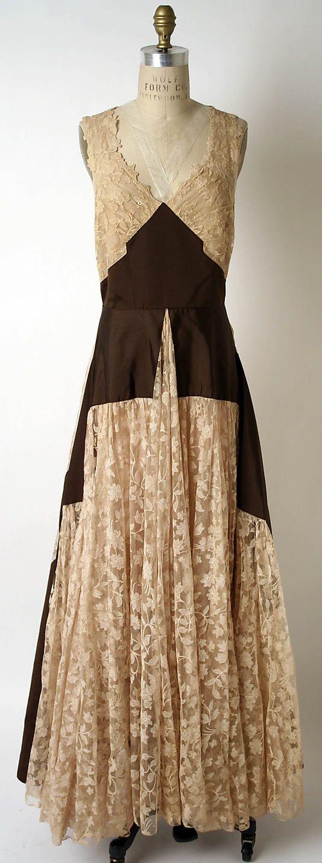 Vestido de gala del taller de Paquin (Francia, 1891-1956 ) Fecha: primavera / verano 1939 Cultura: Medio Francés : seda, algodón