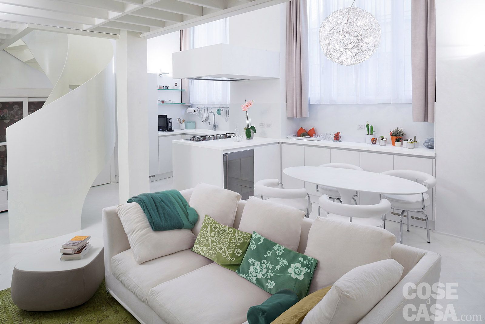 50 17 mq un piccolo loft total white case for Arredare casa in bianco