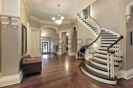 Foyer chez suburban traditionnels avec escalier incurv Banque d'images