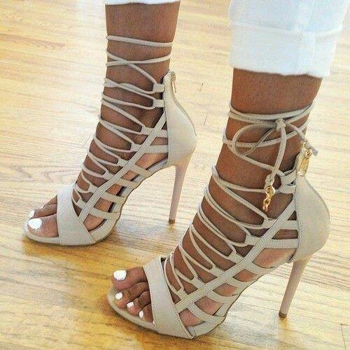 330d09aa51 Gladiador con cordones de la boda y fiesta vestido de mujer los zapatos de  tacón…