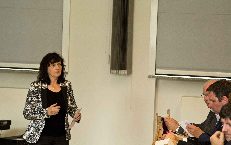 Eröffnung der Exmatrikulationsfeier Prof. Brigitte Obst ist einer der Organisatorinnen der JIA und eröffnete die Veranstaltung