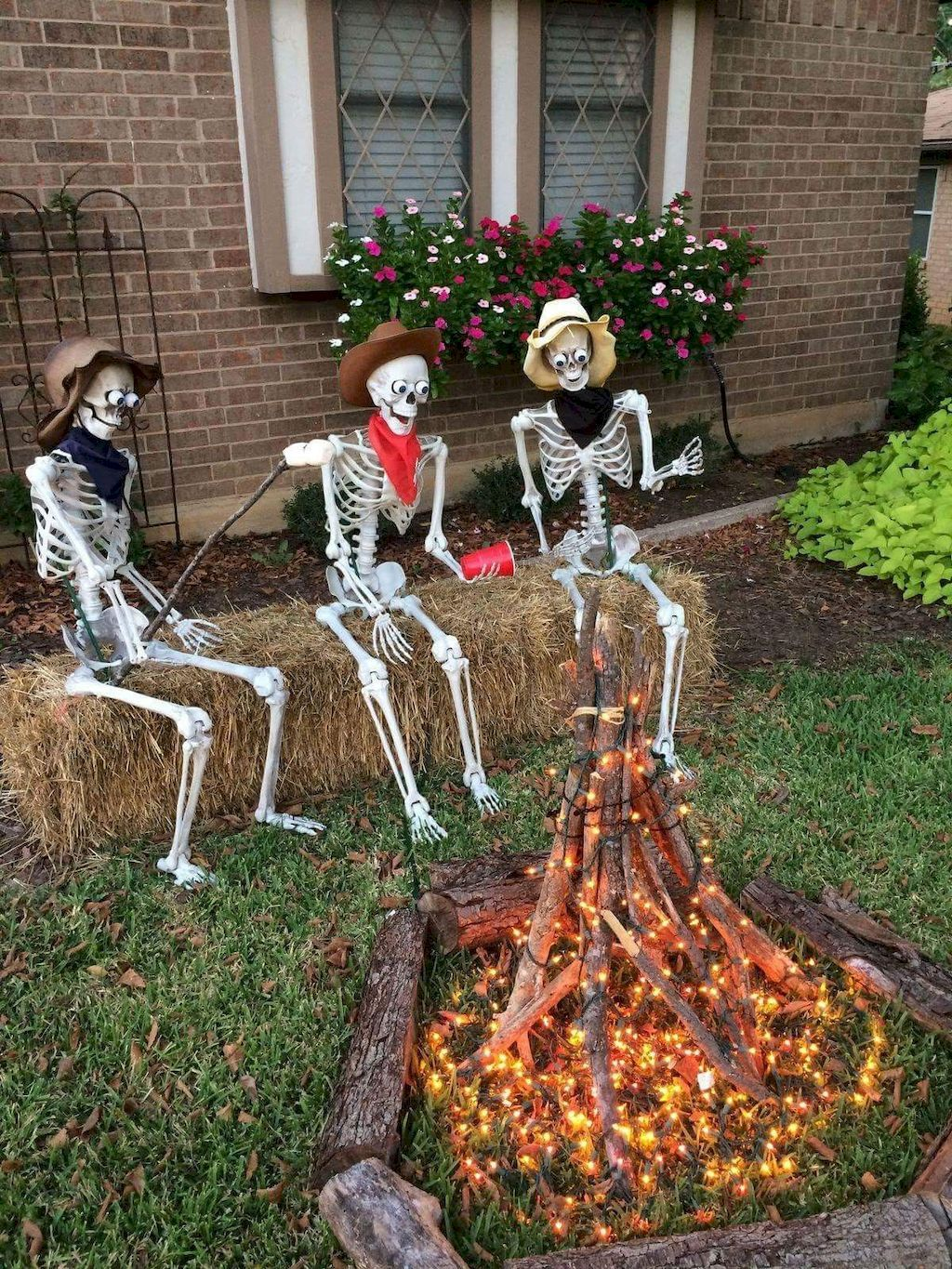 70 Halloween Outdoor Decorations With Scary Spell Homemade
