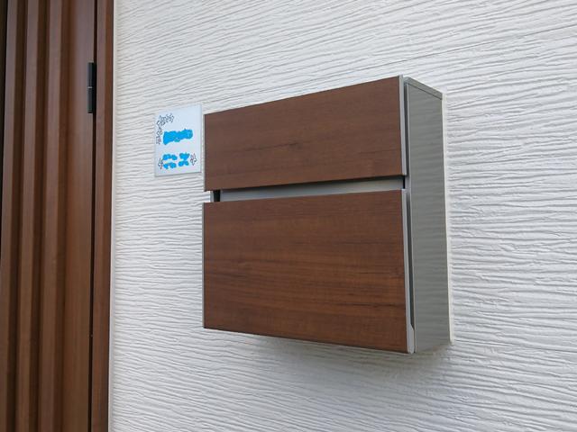Ykk Ap エクステリアポストt10型 キャラメルチーク Yf7568 玄関 リフォーム 郵便ポスト 家の玄関