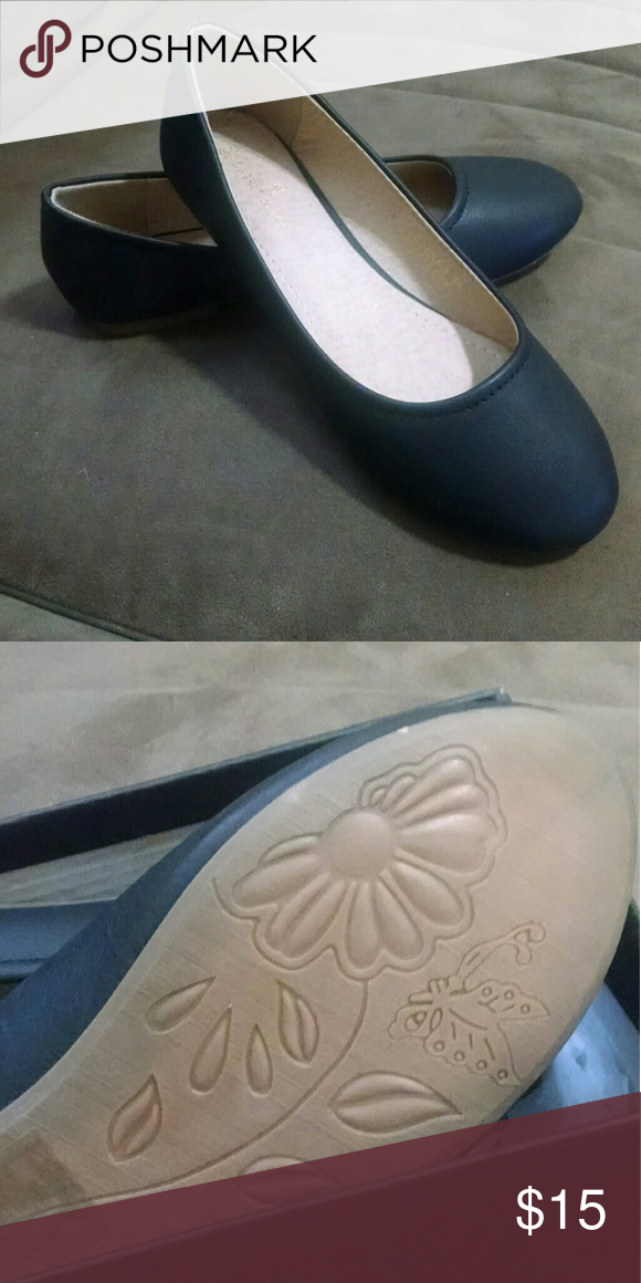 Black flats Black ballet flats Man-made faux leather Size 5 1/2 New in box Spirit Moda Shoes Flats & Loafers