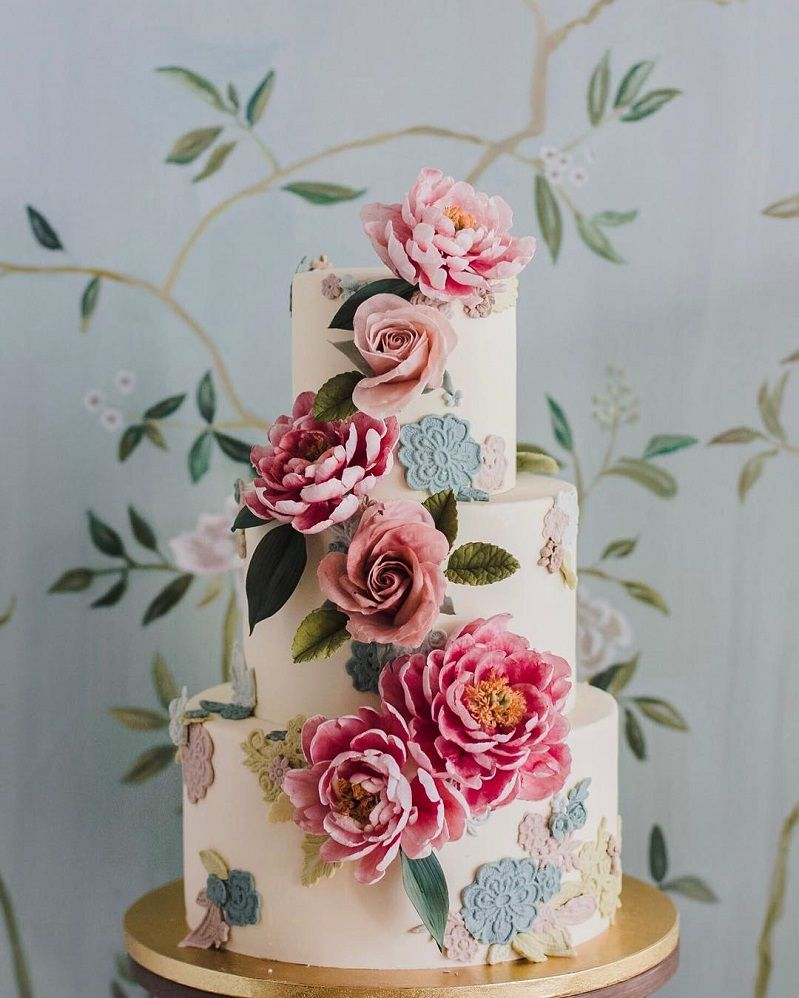 22 Beautiful wedding cakes to inspire you : Wedding cake with sugar roses and peonies