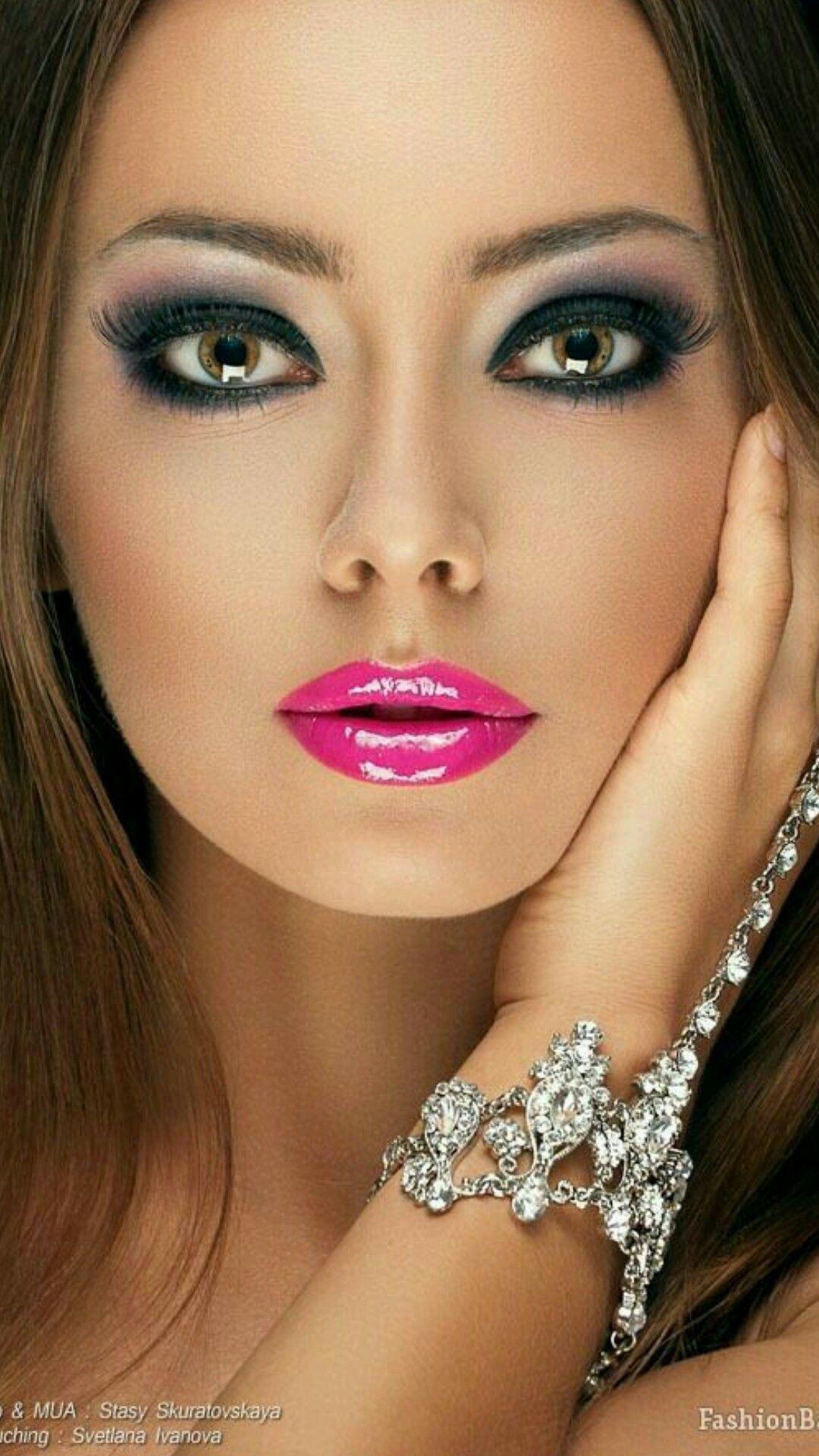 Pin von BEBBY auf Stunning Faces | Stark geschminkt, Frau