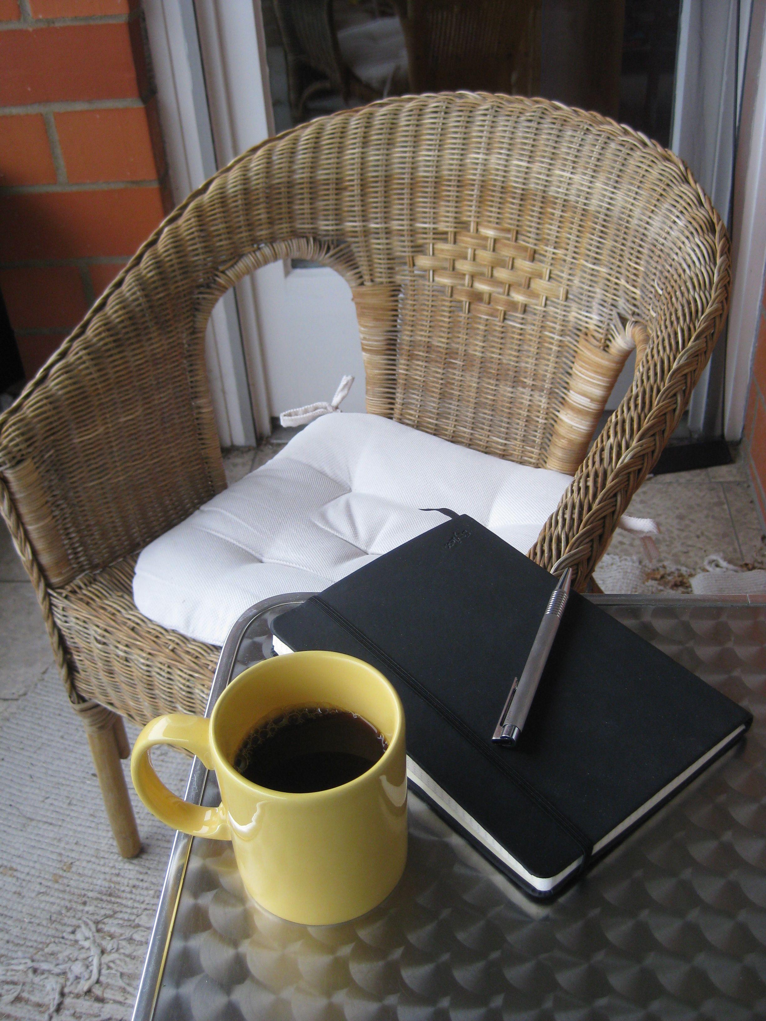 Auf dem Balkon mit einer Tasse Kaffee ... | KAWA I DESERY ...