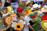 DESFILE DE SILLETERITOS EN LA FERIA DE LAS FLORES MEDELLÍN COLOMBIA.... http://www.chispaisas.info/silleteritos.htm