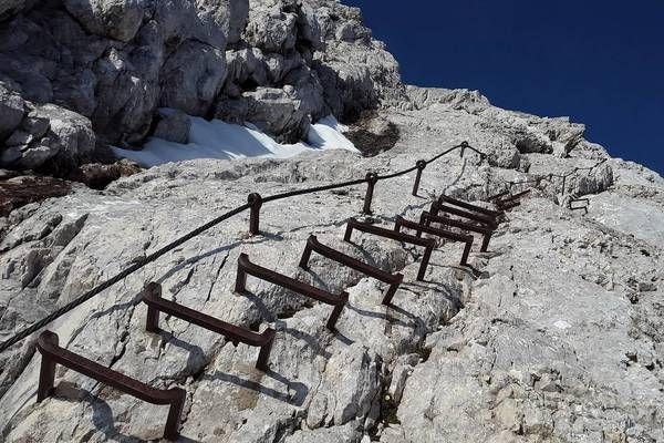 Klettersteig Griffen : Griffen schlossberg bergsteiger aus klettersteig gerettet