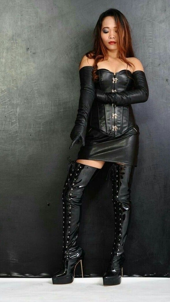 Fetish lady wearing thigh boots pics 569