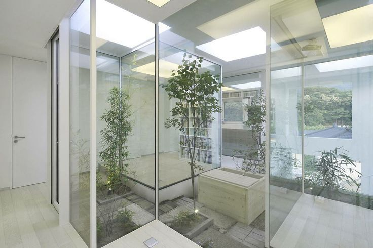 Patios interiores de casas modernas buscar con google for Puertas para patio interior