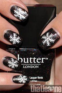 Black & white snowflake nails