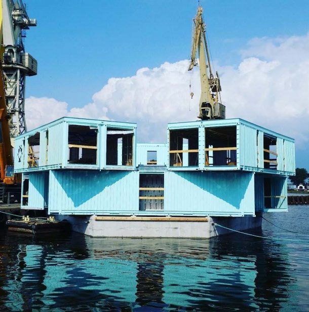 URBAN RIGGER: FLOATING SHIPPING CONTAINER HOUSING FOR