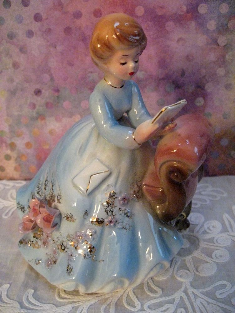 I had four of these as a little girl. this one, one Cinderella, one Snow White, and a blonde lady sewing that my dad said reminded him of me. I wonder what happened to them. jh