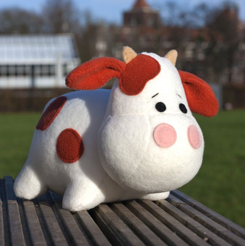 Cow Plush sewing pattern by DIY Fluffies | Nähideen und Nähen