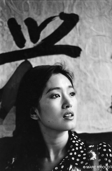 Gong Li by Marc Riboud; black and white photograph in front of - nolte küchen germersheim