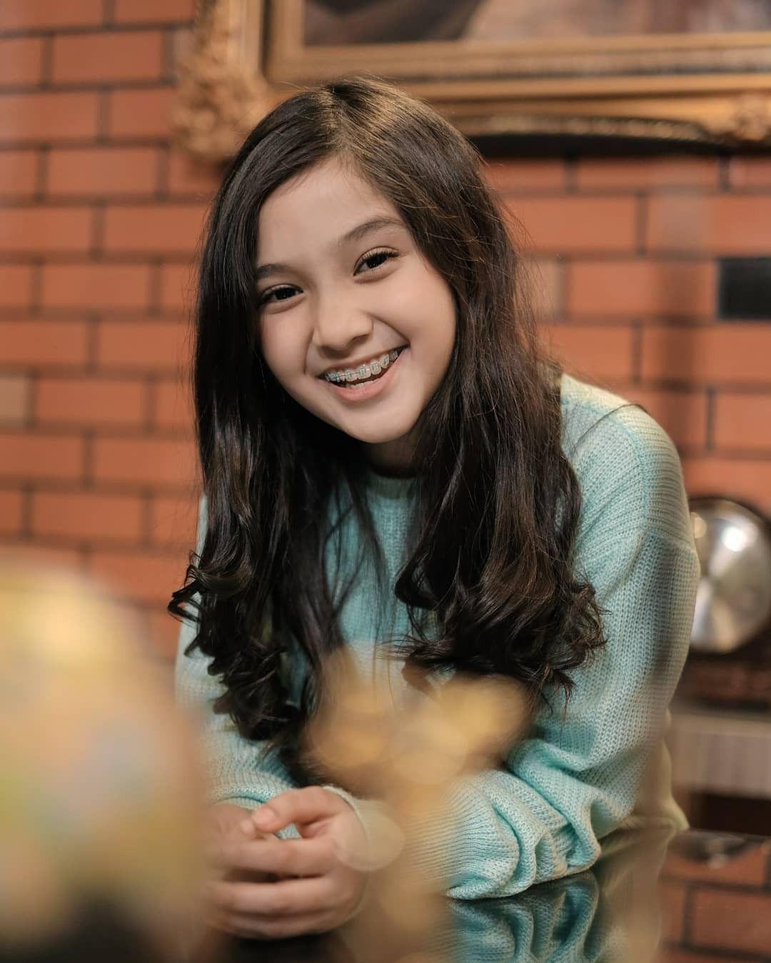Naisa Aliffia Yuriza Dengan Gambar Gadis Cantik Foto Keluarga