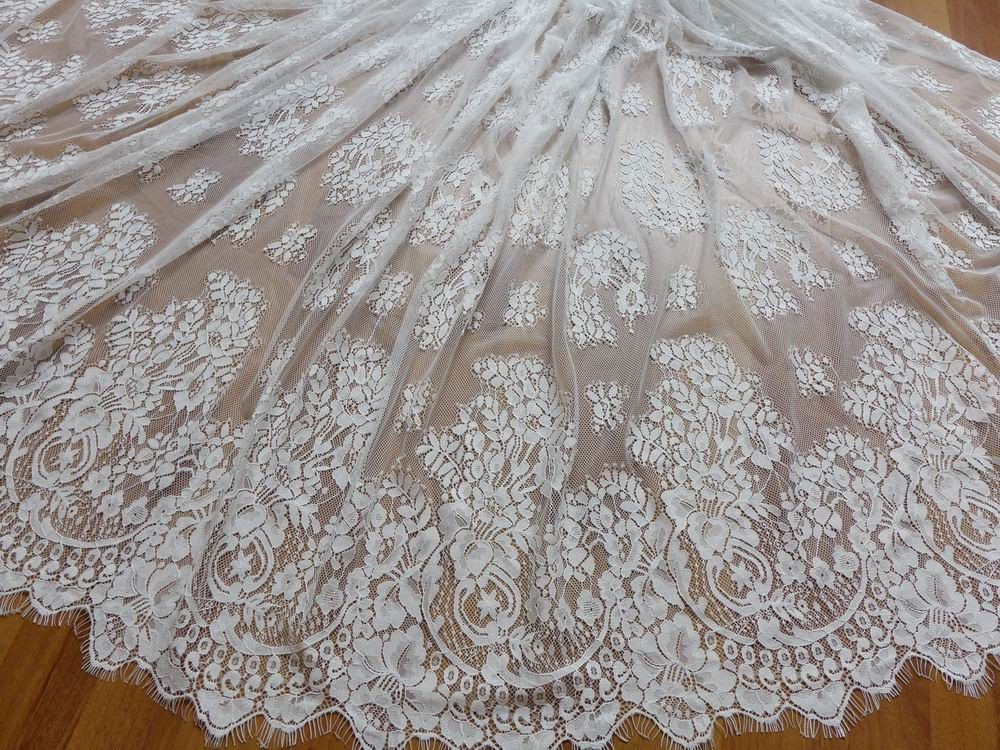 Lovely Vintage Chantilly Eyelash Fabric in White for Wedding gown Mantilla veil Bustier Lace