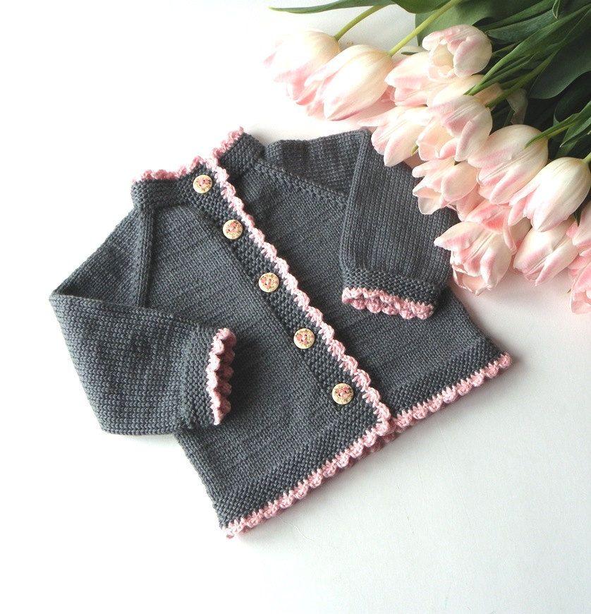Photo of Stricken Baby-Mädchen-Pullover mit rosa Kanten Merino babystrickjacke grau und rosa Baby Strickjacke auf Bestellung