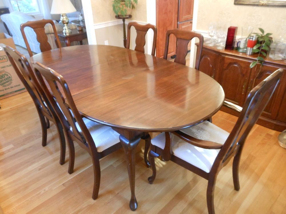 This Cherry Queen Anne Dining Set By Harden Includes 8 Chairs