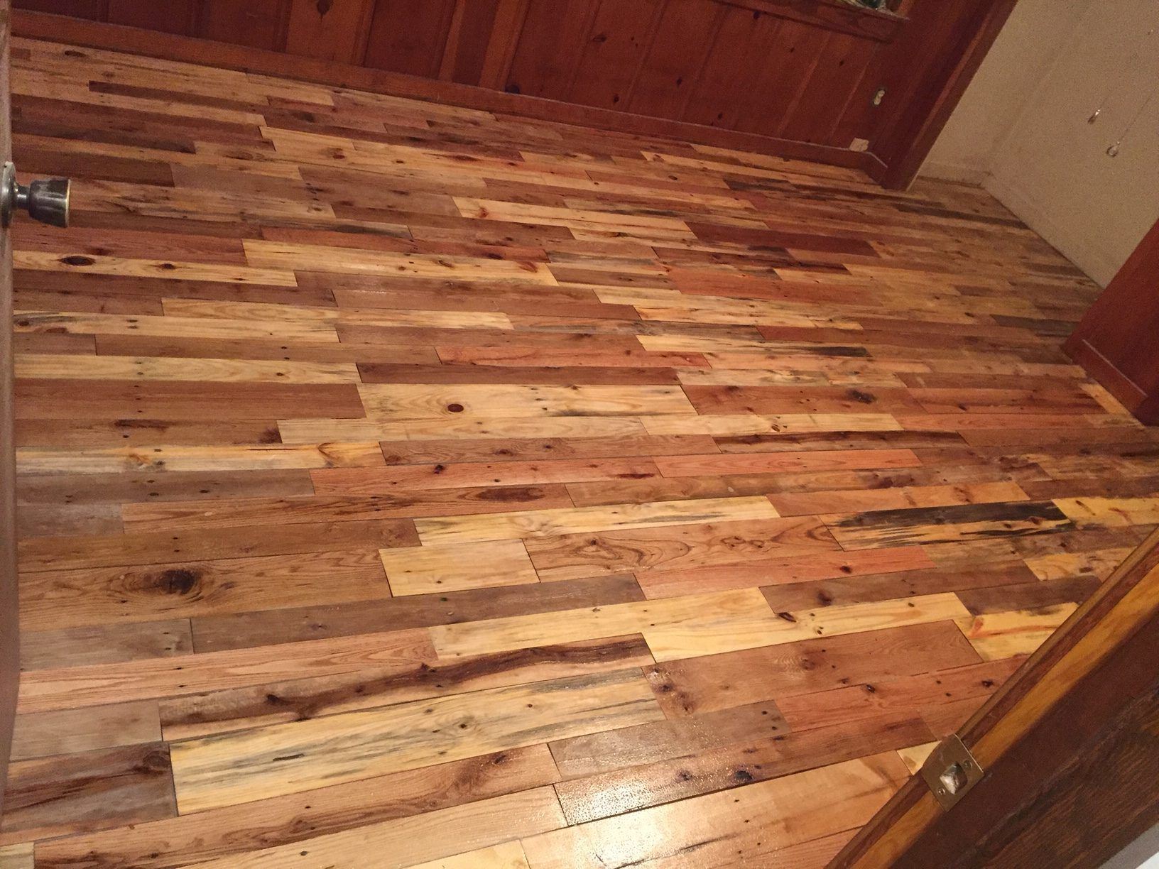 Pallet Wood Floors Two Ways 1001 Pallets Pallet Floors Wood