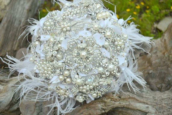 Incredible bouquet with feathers and gorgeous rhinestone brooches from Etsy shop Noaki.