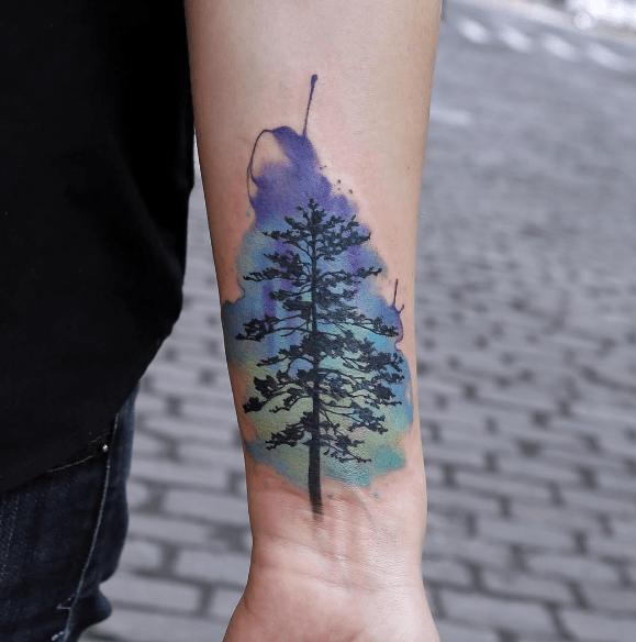 Tatouage d\u0027arbre aquarelle bleue avant bras
