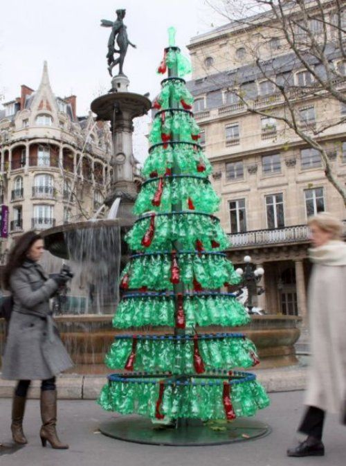 Plastic bottle tree paris as above upcycled christmas for Christmas decor using plastic bottles