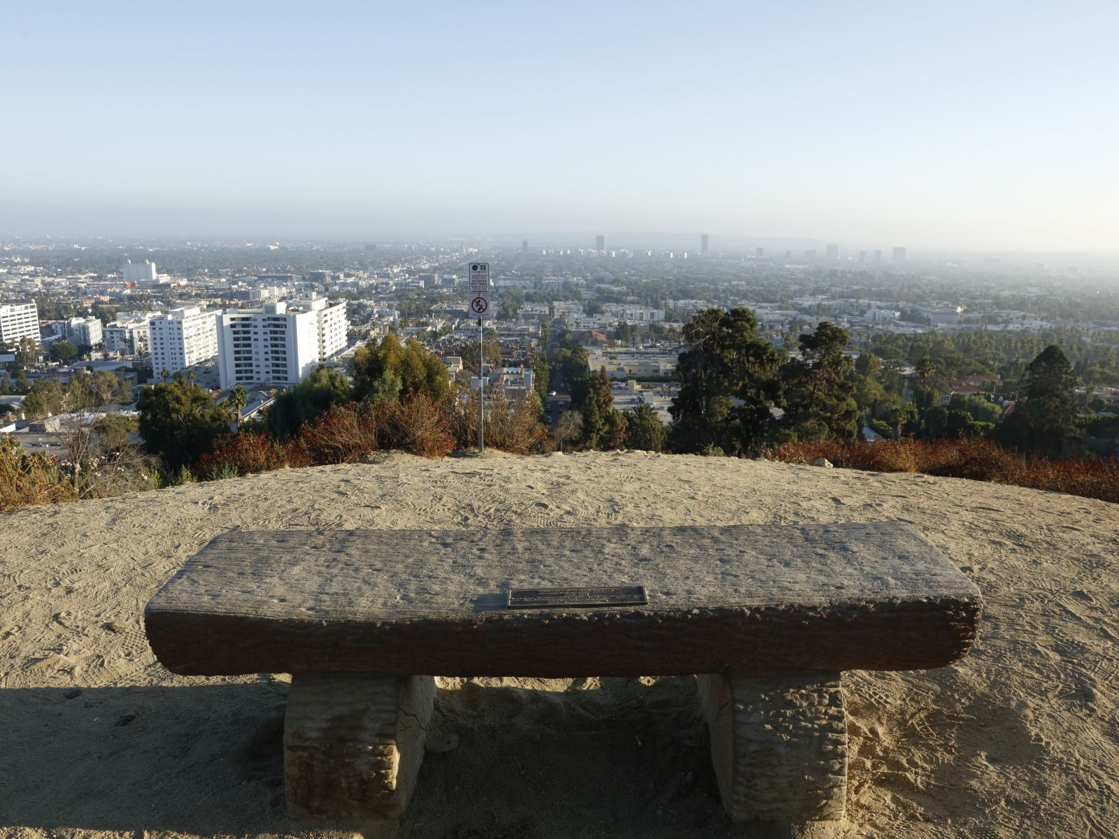 With Its Gorgeous Weather And Breathtaking Scenery Los Angeles Offers Countless Running Paths For Health Conscious Loca Los Angeles Park Photos Palisades Park