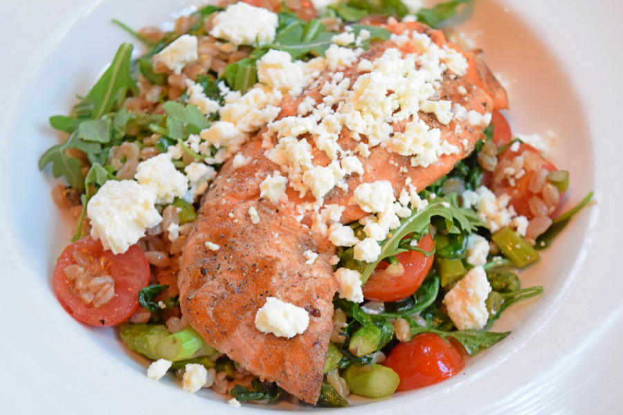 Asparagus And Cherry Tomatoes Meet Grilled Salmon And Warm Farro Grill Restaurant Food Grilled Salmon
