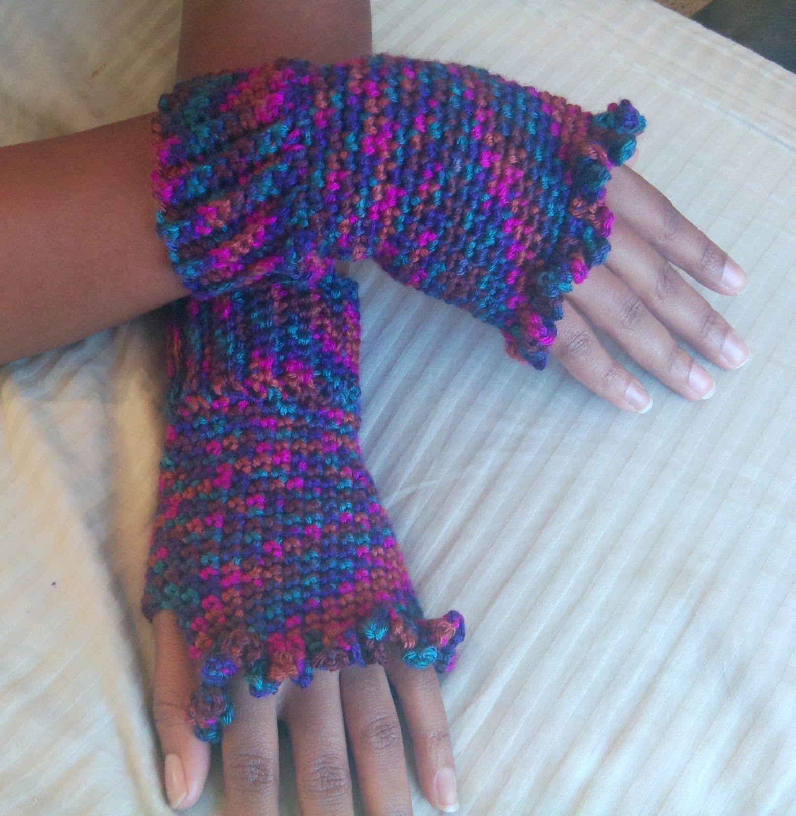 Diva Stitches Crochet Blog: Ruffled Fingerless Gloves | Crochet ...