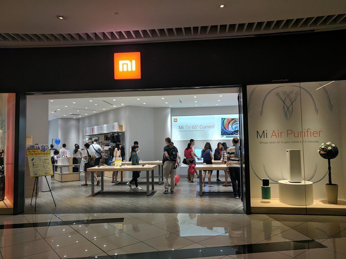 Mi Store Suntec City Singapore In 2021 Phone Shop Phone Store Store Design