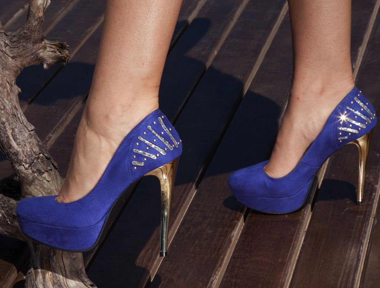 ec6afc90f3 sapato de salto alto - dourado - azul bic - meia pata -high heels ...