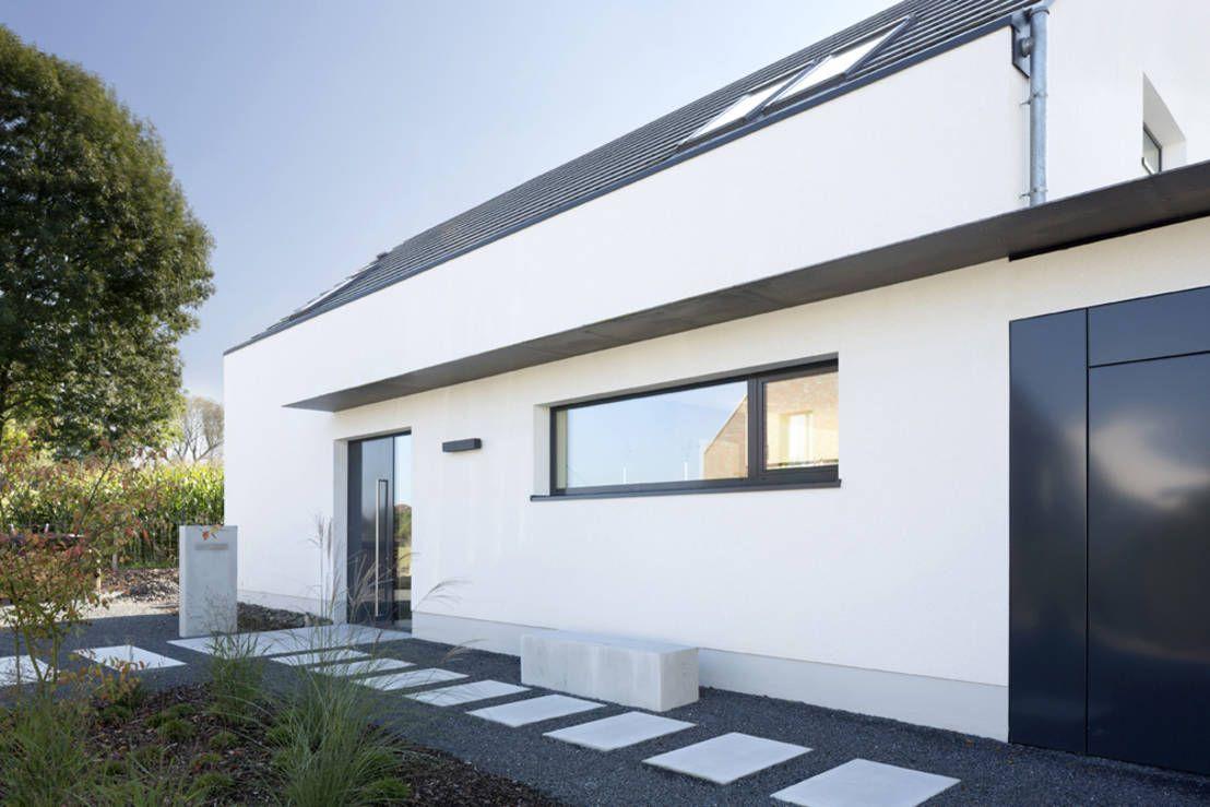modernes einfamilienhaus mit 157qm wohnfl che preisgekr nt eingang moderne h user und. Black Bedroom Furniture Sets. Home Design Ideas