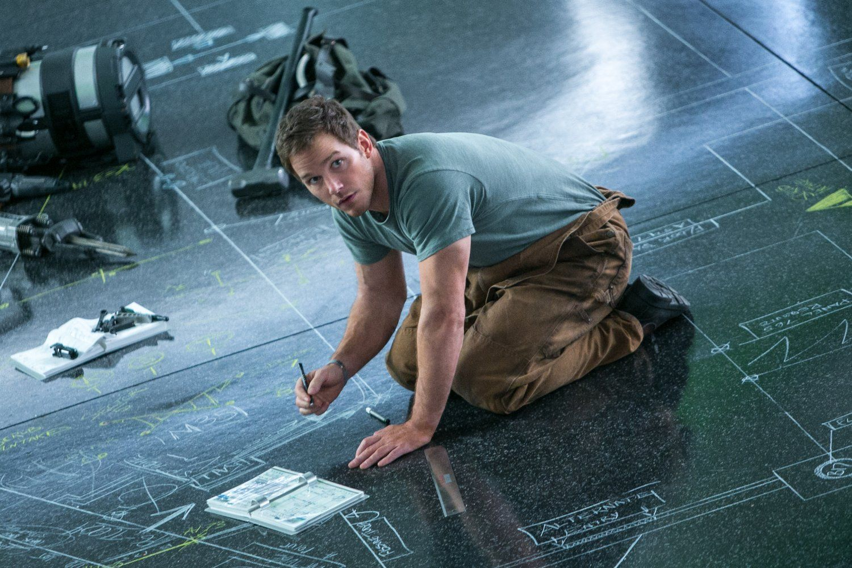 Passengers Chris Pratt Image 4 (4)