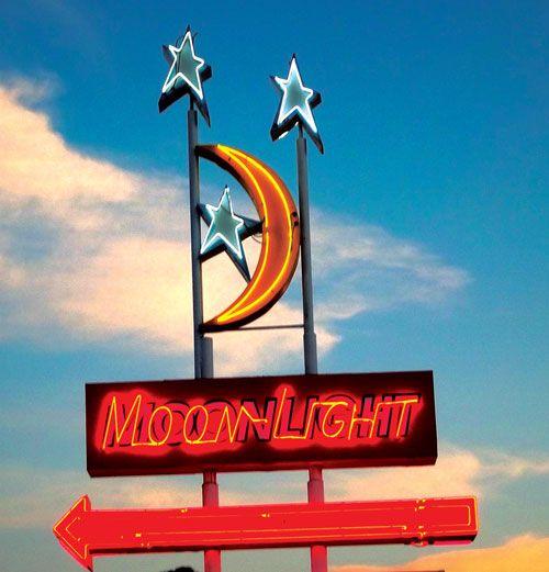 3v7_GOT_MoonlightDriveIn.jpg (500×521)