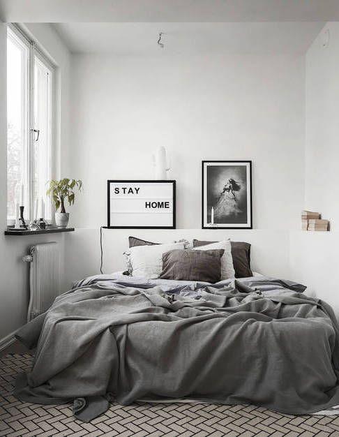 stay home - schlafzimmer in grau und weiß mit großem, gemütlichen ... - Schlafzimmer Einrichten Graues Bett