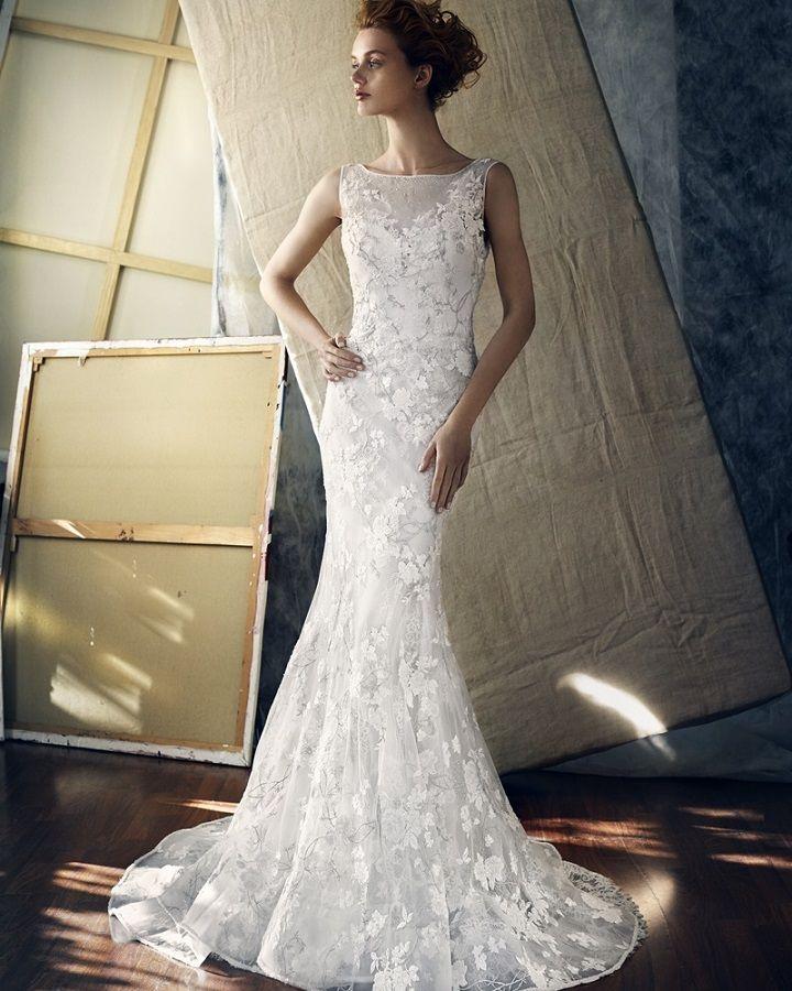 Lusan Mandongus lavishing mermaid dress with romantic lace  | itakeyou.co.uk #weddingdress #weddingdresses #bridalgown #bridaldress #weddingdresses2017 #lusanmandongus #wedding #weddingdress #weddingdresses #weddinginspiration #weddings #bride #brides #bridetobe #bridalgown #bridetobe2017 #lace #beaded