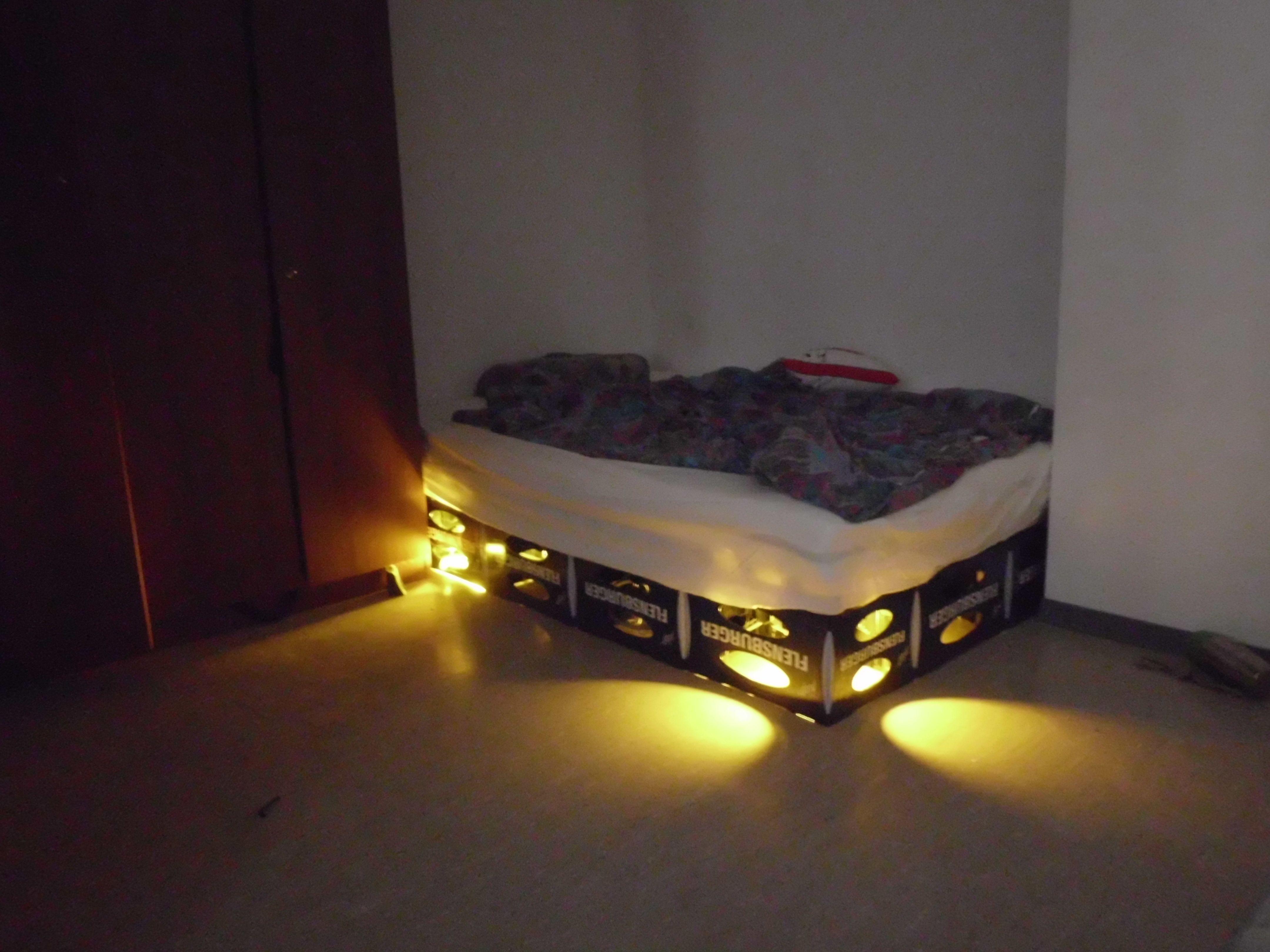 Bett selber bauen bierkästen  Bierkasten Bett | Bierkasten, Bett und Gartenparty