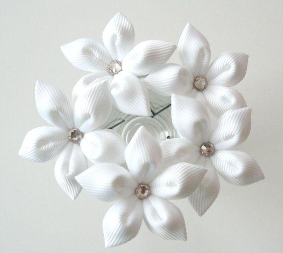 pingles cheveux fleur blanche pour la mari e. Black Bedroom Furniture Sets. Home Design Ideas