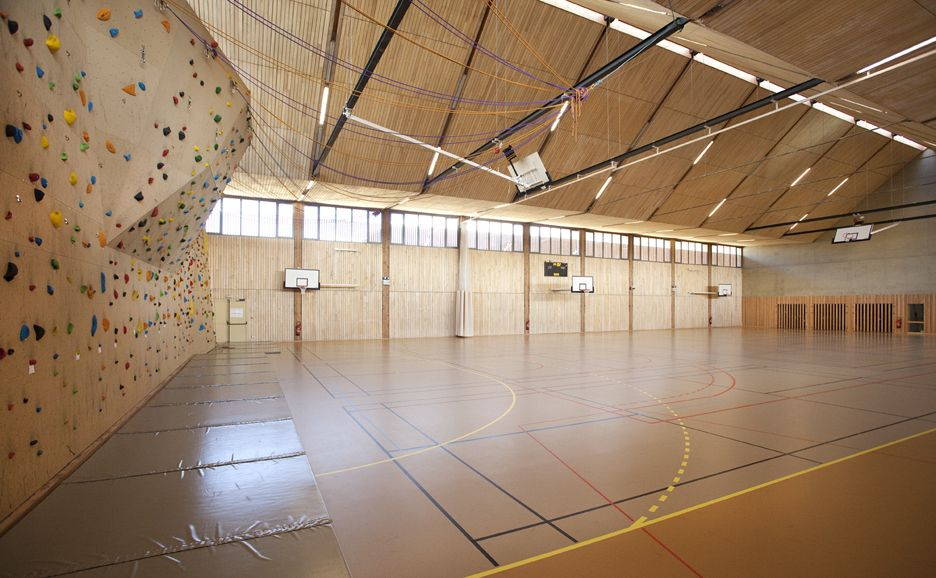 complexe sportif et gymnase structure bois veynes alpes r2k architectes multi purpose hall. Black Bedroom Furniture Sets. Home Design Ideas