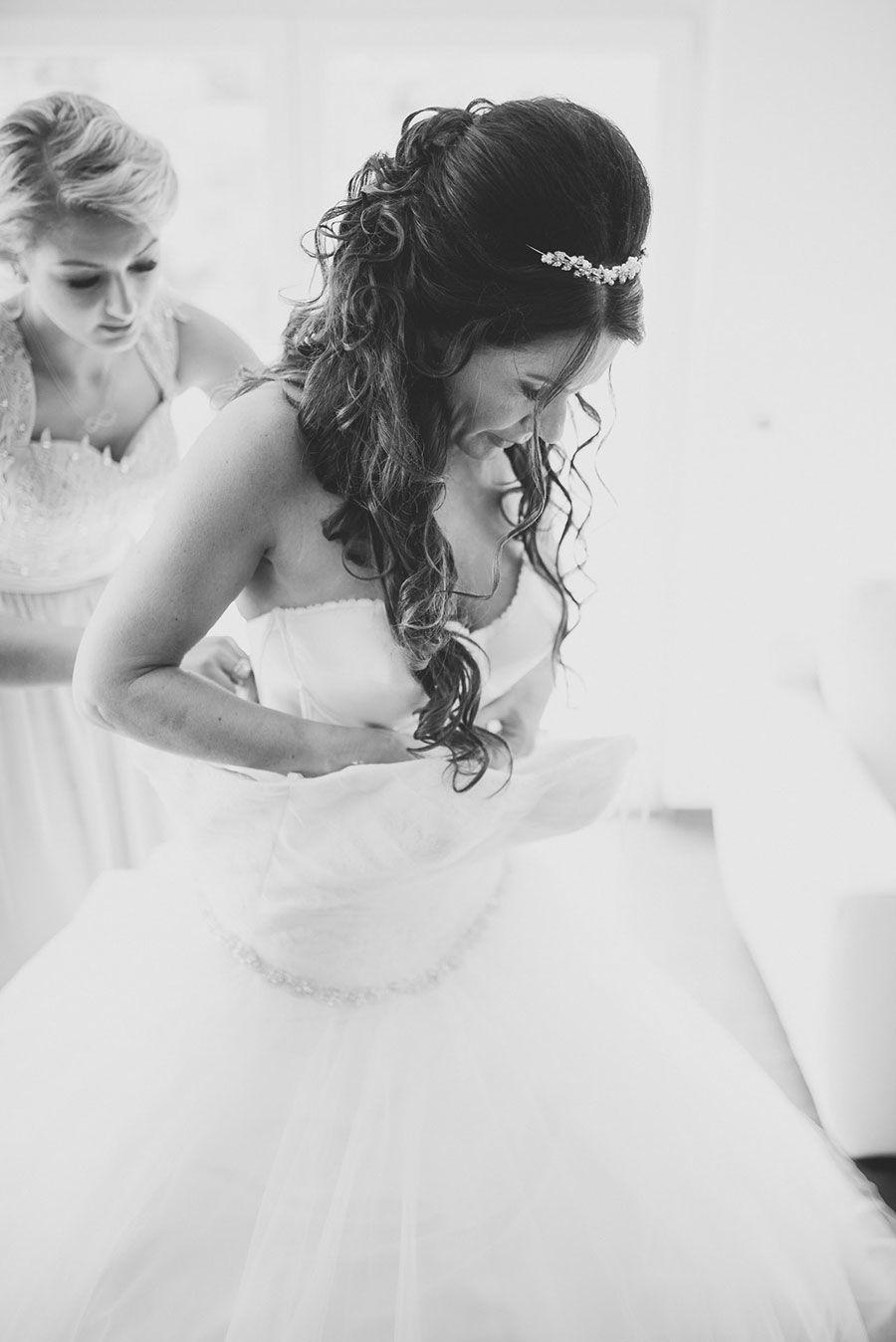Das Getting-Ready zur Hochzeit von Sandra. Foto: http://weddings.lauramoellemann.de