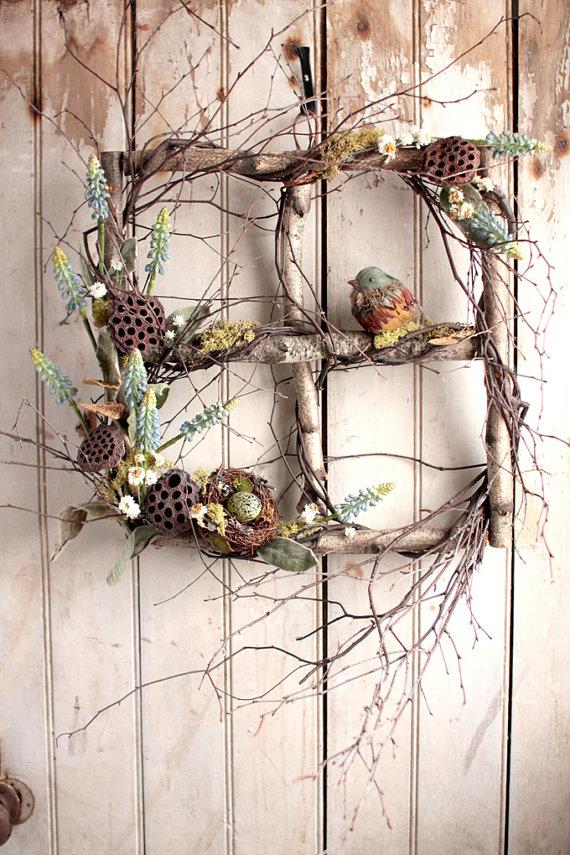 Un marco de ventana rústica es construido de ramas de abedul blanco ...