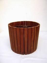 Resultado de imagem para floreiras de madeira reciclada