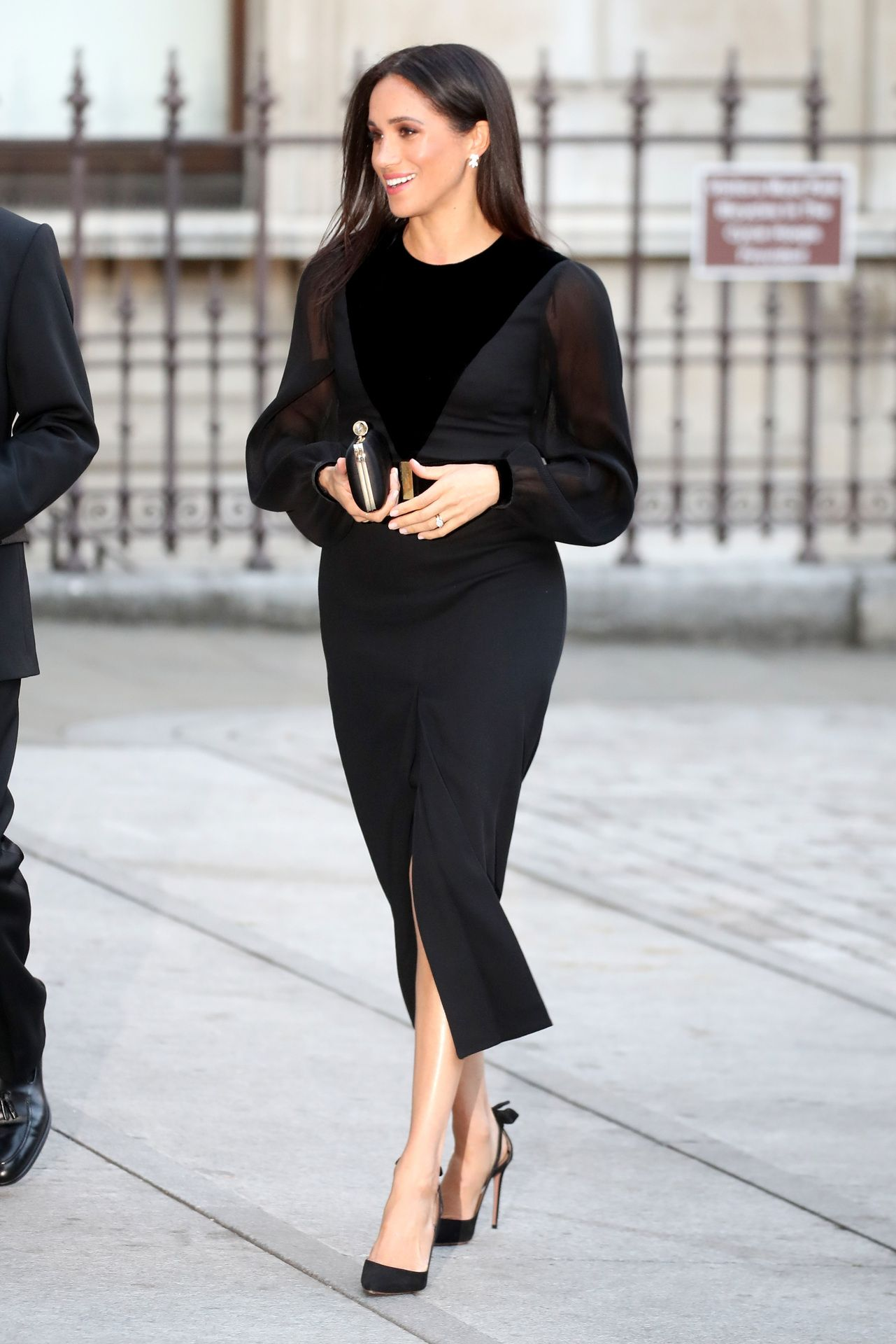 8ca593dae9 Meghan Markle Style Oceanic Opening at the Royal Academy of Arts ...