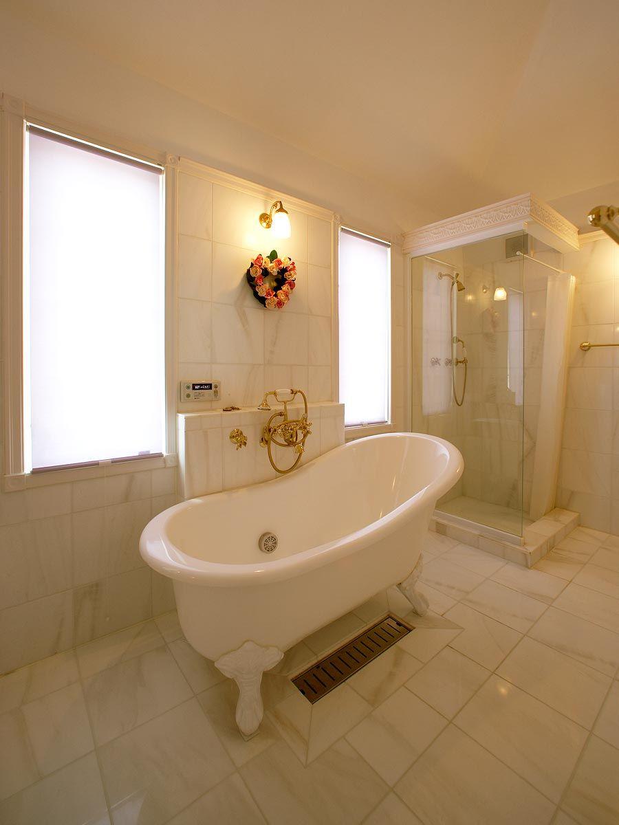 映画に出てきそうなエレガントなバスルーム トップメゾン バスルーム インテリア 輸入住宅 猫足バスタブ