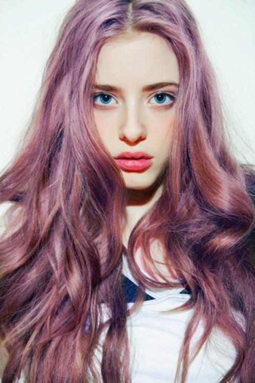 neat color -- lavender tint/highlight in auburn hair