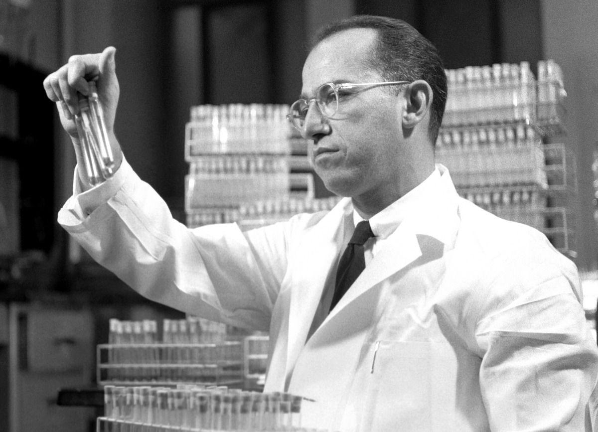 Dr Jonas Salk In Lab 1954 Fun Facts Jonas Salk Facts