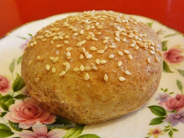Sweet & Salty Whole Wheat Burger Buns - very easy to make and a lot better than store-bought << Vegan Magic